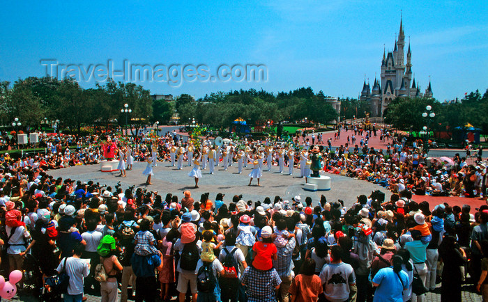 japan80: Disneyland - show, Tokyo, Japan. photo by B.Henry - (c) Travel-Images.com - Stock Photography agency - Image Bank
