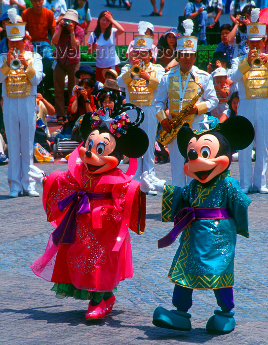 japan81: Disneyland - Mickey and Minnie Mouse, Tokyo, Japan. photo by B.Henry - (c) Travel-Images.com - Stock Photography agency - Image Bank