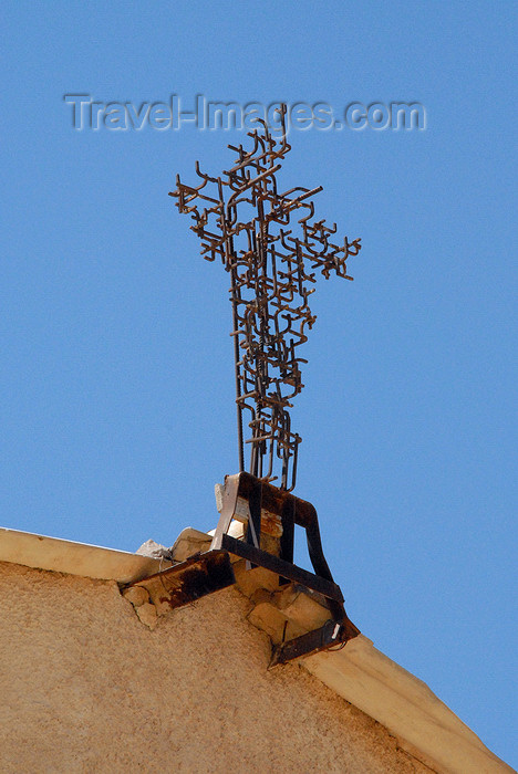 jordan108: Mount Nebo - Madaba governorate - Jordan: metal cross by Giovanni Fantoni at the basilica - photo by M.Torres - (c) Travel-Images.com - Stock Photography agency - Image Bank