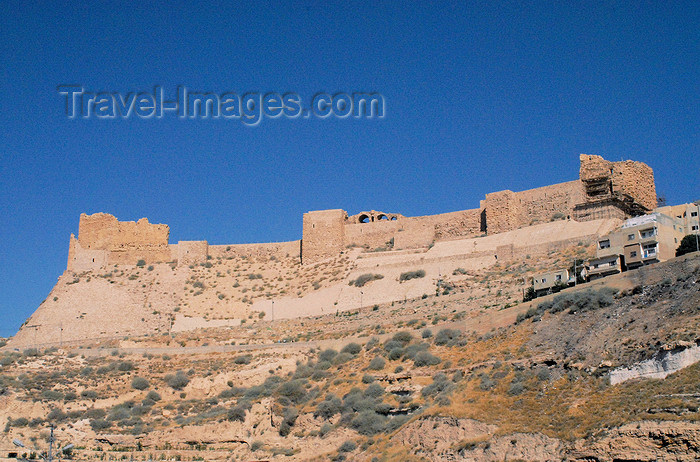 jordan124: Al Karak - Jordan: Crac des Moabites or Kerak Castle - view from the King's Highway - eastern glacis - mixture of European, Byzantine, and Arab military architecture - photo by M.Torres - (c) Travel-Images.com - Stock Photography agency - Image Bank