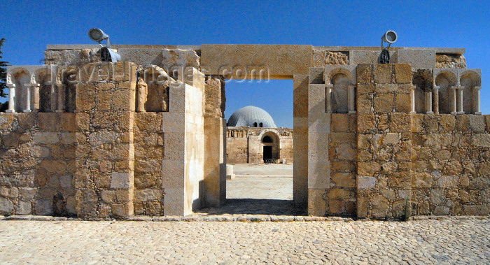 jordan13: Amman - Jordan: gate of Umayyad mosque, looking at the Omayyad / Umayyad palace - the citadel - Jabal al-Qal'a - photo by M.Torres - (c) Travel-Images.com - Stock Photography agency - Image Bank