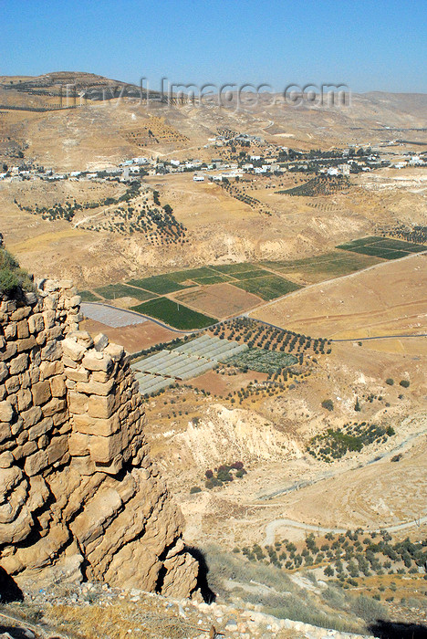 jordan130: Al Karak - Jordan: Crac des Moabites castle - view of the valley - Karak Governorate, once a part of the Kingdom of Jerusalem - photo by M.Torres - (c) Travel-Images.com - Stock Photography agency - Image Bank