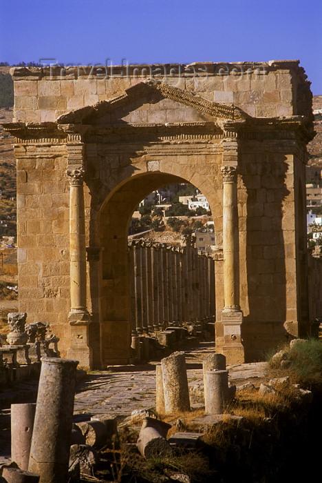 jordan14: Jordan - Jerash / Jarash: north Tetrapylon - cardo - photo by J.Wreford - (c) Travel-Images.com - Stock Photography agency - Image Bank