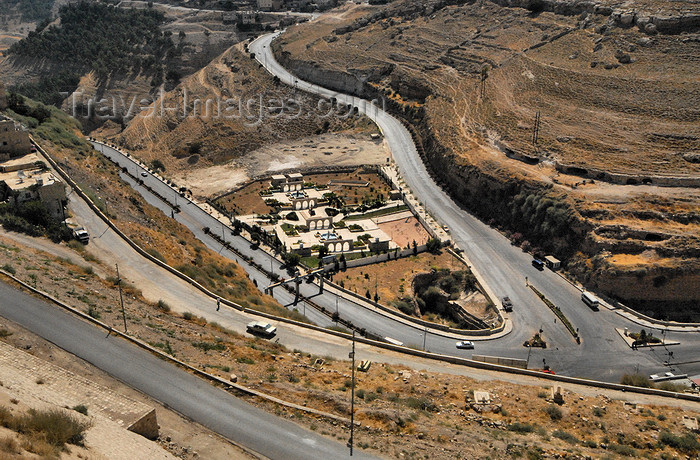 jordan142: Al Karak - Jordan: view from Crac des Moabites - hairpin curves leading to the town - photo by M.Torres - (c) Travel-Images.com - Stock Photography agency - Image Bank