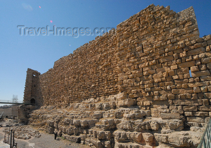 jordan147: Al Karak - Jordan: Crac des Moabites castle - northeast wall, defended by a large moat - photo by M.Torres - (c) Travel-Images.com - Stock Photography agency - Image Bank