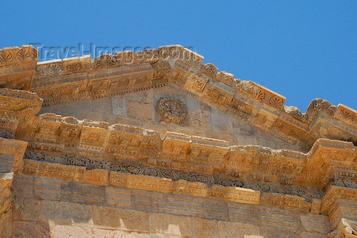jordan155: Jerash - Jordan: pediment andt ympanum - Hadrian's triumphal arch - Bab Amman - Roman city of Gerasa - photo by M.Torres - (c) Travel-Images.com - Stock Photography agency - Image Bank