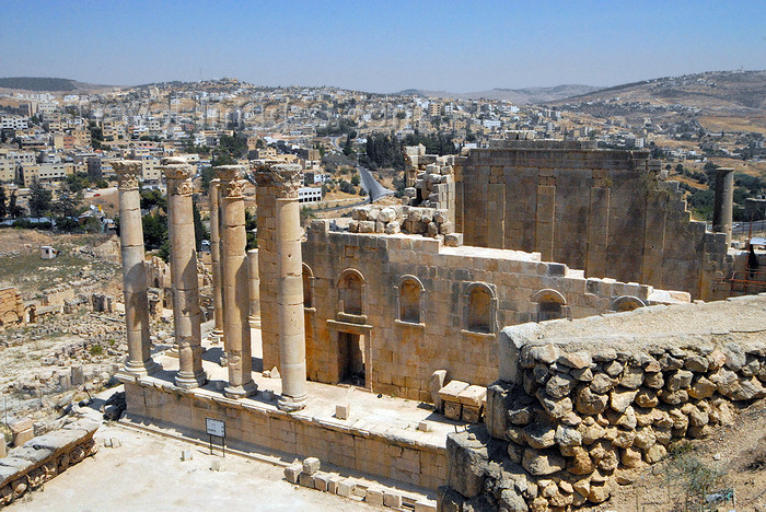 jordan16: Jerash - Jordan: Temple of Zeus - erected in 162 AD - Roman city of Gerasa - photo by M.Torres - (c) Travel-Images.com - Stock Photography agency - Image Bank