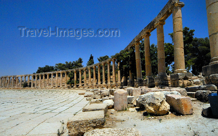 jordan163: Jerash - Jordan: Ionic colonnade in the Forum - oval plaza built during the reign of Hadrian - Roman city of Gerasa - photo by M.Torres - (c) Travel-Images.com - Stock Photography agency - Image Bank