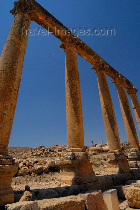 jordan166: Jerash - Jordan: Street of Columns - Cardo - Corinthian columns - Roman city of Gerasa - photo by M.Torres - (c) Travel-Images.com - Stock Photography agency - Image Bank