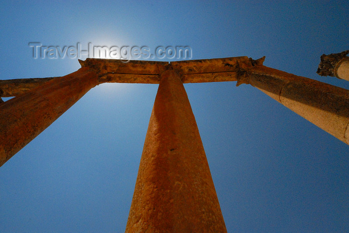 jordan167: Jerash - Jordan: Street of Columns - Cardo - sun and columns - Roman city of Gerasa - photo by M.Torres - (c) Travel-Images.com - Stock Photography agency - Image Bank