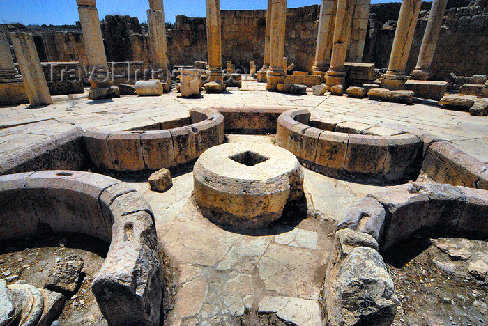 jordan169: Jerash - Jordan: central fountain of the Macellum - Agora - Roman city of Gerasa - photo by M.Torres - (c) Travel-Images.com - Stock Photography agency - Image Bank
