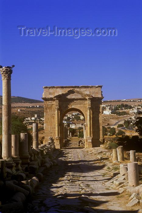 jordan17: Jordan - Jerash / Jarash: Cardo Maximus - Colonnaded street and north Tetrapilon - north - photo by J.Wreford - (c) Travel-Images.com - Stock Photography agency - Image Bank