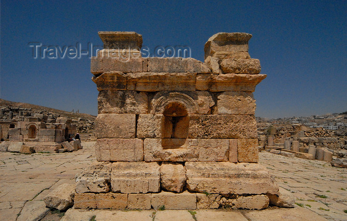 jordan170: Jerash - Jordan: South Tetrapylon - ornamented construction erected at the junction of the Cardo and side streets - Roman city of Gerasa - photo by M.Torres - (c) Travel-Images.com - Stock Photography agency - Image Bank