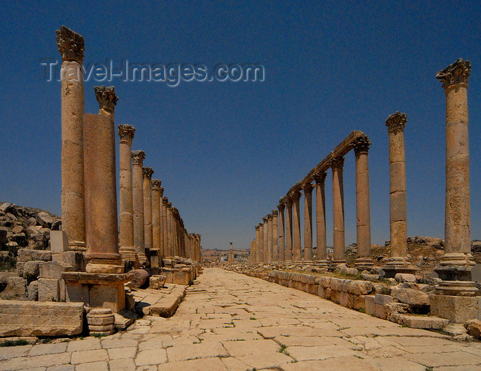 jordan172: Jerash - Jordan: the Cardo 'Colonnaded Street', still paved with the original stones - Roman city of Gerasa - photo by M.Torres - (c) Travel-Images.com - Stock Photography agency - Image Bank