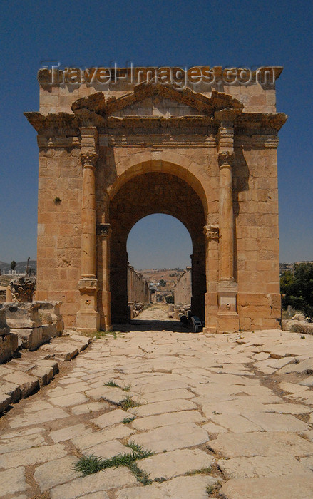jordan176: Jerash - Jordan: the North Tetrapylon marks the intersection of the Cardo and North Decumanus - Roman city of Gerasa - photo by M.Torres - (c) Travel-Images.com - Stock Photography agency - Image Bank