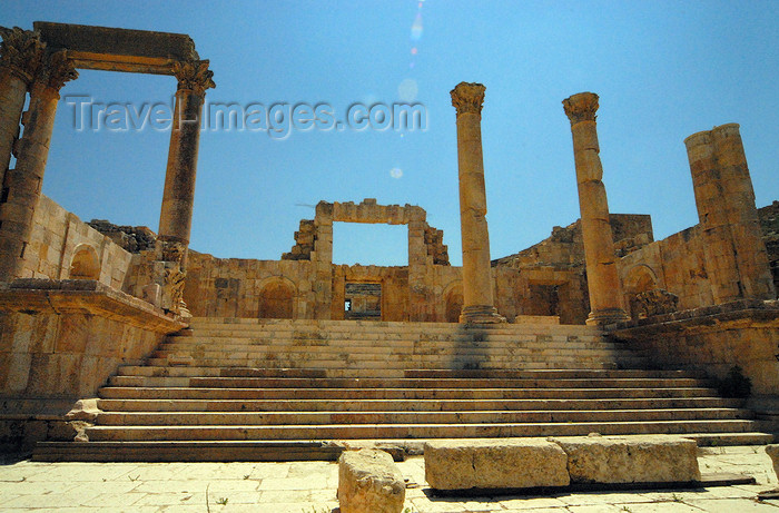 jordan178: Jerash - Jordan: stairway off the North Decumanus, leading to the North Theatre - Roman city of Gerasa - photo by M.Torres - (c) Travel-Images.com - Stock Photography agency - Image Bank