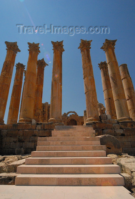 jordan181: Jerash - Jordan: Temple of Artemis - patron goddess of the city - Roman city of Gerasa - photo by M.Torres - (c) Travel-Images.com - Stock Photography agency - Image Bank
