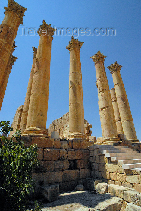 jordan184: Jerash - Jordan: Temple of Artemis, daughter of Zeus and sister of Apollo - Roman city of Gerasa - photo by M.Torres - (c) Travel-Images.com - Stock Photography agency - Image Bank