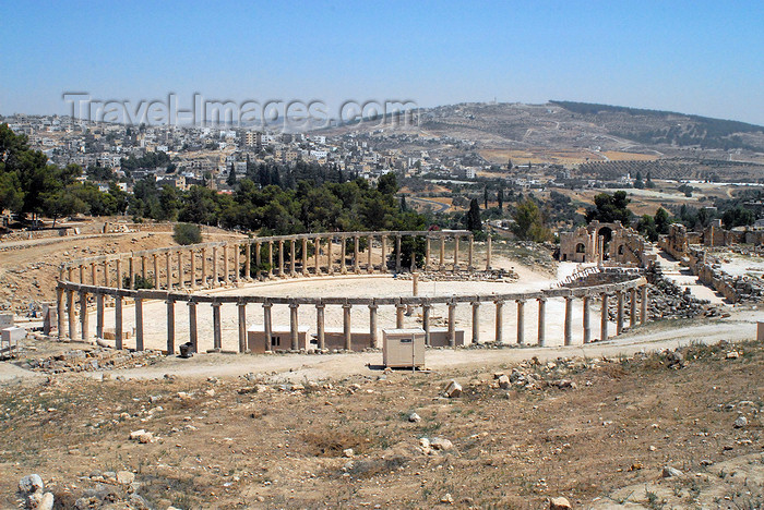 jordan186: Jerash - Jordan: the Forum - oval plaza seen from a nearby hill - Roman city of Gerasa, also referred to as Antioch on the Golden River - photo by M.Torres - (c) Travel-Images.com - Stock Photography agency - Image Bank