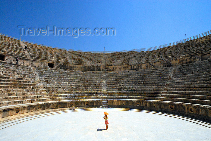 jordan188: Jerash - Jordan: South theatre - girl with umbrella hat - Roman city of Gerasa - photo by M.Torres - (c) Travel-Images.com - Stock Photography agency - Image Bank