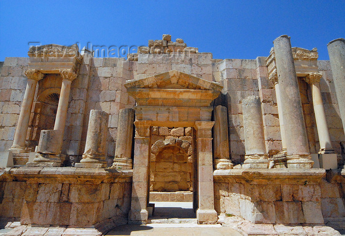 jordan189: Jerash - Jordan: South theatre - Frons Scenae - Roman city of Gerasa - photo by M.Torres - (c) Travel-Images.com - Stock Photography agency - Image Bank