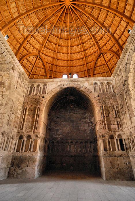 jordan226: Amman - Jordan: Umayyad palace - Palace Dar al-Imara, the caliph's residence,  vestibule, dome rebuilt by the Spanish - citadel - photo by M.Torres - (c) Travel-Images.com - Stock Photography agency - Image Bank