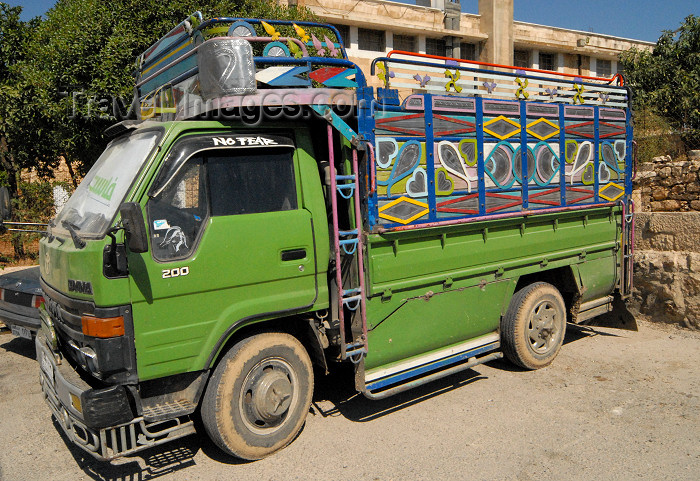 jordan232: Amman - Jordan: Jordanian decorated truck - Toyota Dyna - citadel - photo by M.Torres - (c) Travel-Images.com - Stock Photography agency - Image Bank