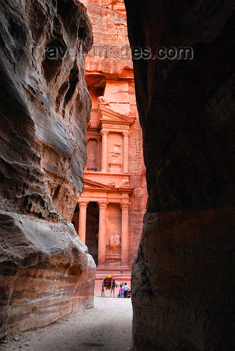 jordan28: Jordan - Petra: walking to the Khazneh - end of the Siq - one of the New Seven Wonders of the World - photo by M.Torres - (c) Travel-Images.com - Stock Photography agency - Image Bank
