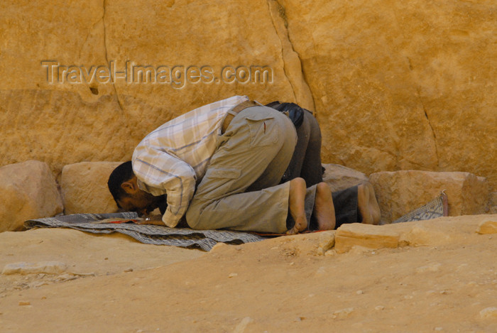 jordan285: Jordan - Petra: prayer near the Khazneh - photo by M.Torres - (c) Travel-Images.com - Stock Photography agency - Image Bank
