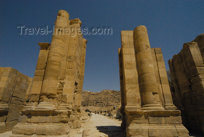 jordan288: Jordan - Petra: Temenos Gateway - triple-arched monumental gateway separating the Colonnaded Street from the temenos of Qasr al-Bint - photo by M.Torres - (c) Travel-Images.com - Stock Photography agency - Image Bank