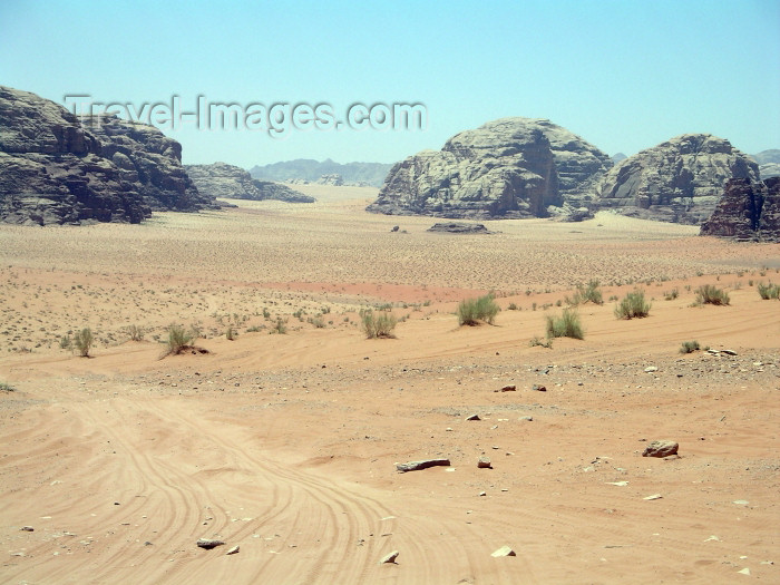 jordan3: Jordan - Wadi Rum - Aqaba governorate: alien landscape - the path of Lawrence of Arabia - landscape - photo by R.Wallace - (c) Travel-Images.com - Stock Photography agency - Image Bank