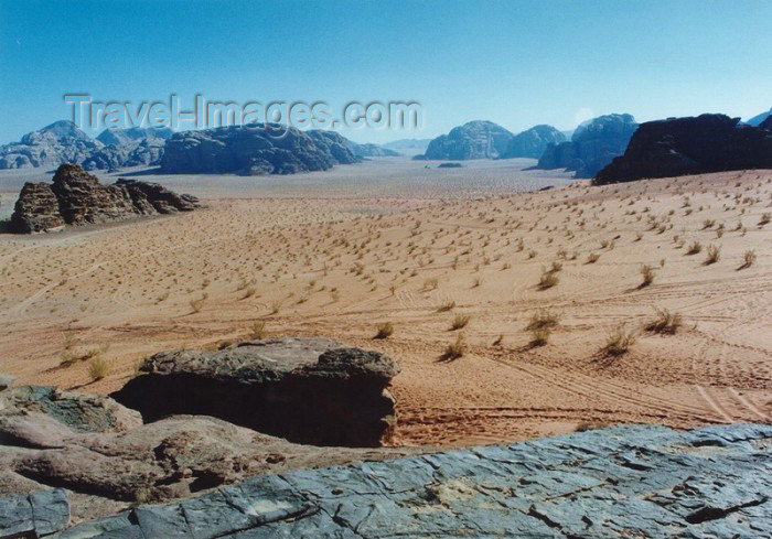 jordan34: Jordan - Wadi Rum: the horizon - photo by J.Kaman - (c) Travel-Images.com - Stock Photography agency - Image Bank