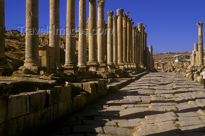 jordan4: Jordan - Jerash / Jarash: the Colonnaded street - Cardo Maximus - photo by J.Wreford - (c) Travel-Images.com - Stock Photography agency - Image Bank
