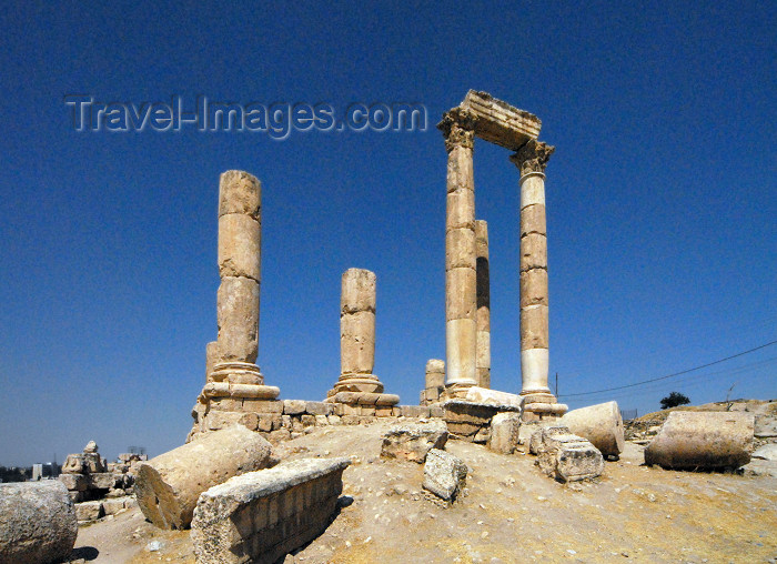 jordan5: Amman - Jordan: Temple of Hercules / Herakles, built in the reign of the Emperor Marcus Aurelius (161-180 AD) - Jabal al-Qal'a - photo by M.Torres - (c) Travel-Images.com - Stock Photography agency - Image Bank