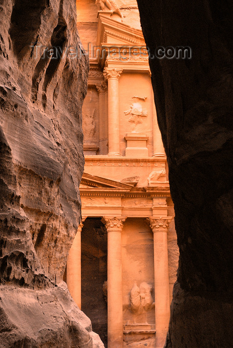 jordan57: Jordan - Petra: walking to the Khazneh - end of the Siq - UNESCO world heritage site - photo by M.Torres - (c) Travel-Images.com - Stock Photography agency - Image Bank
