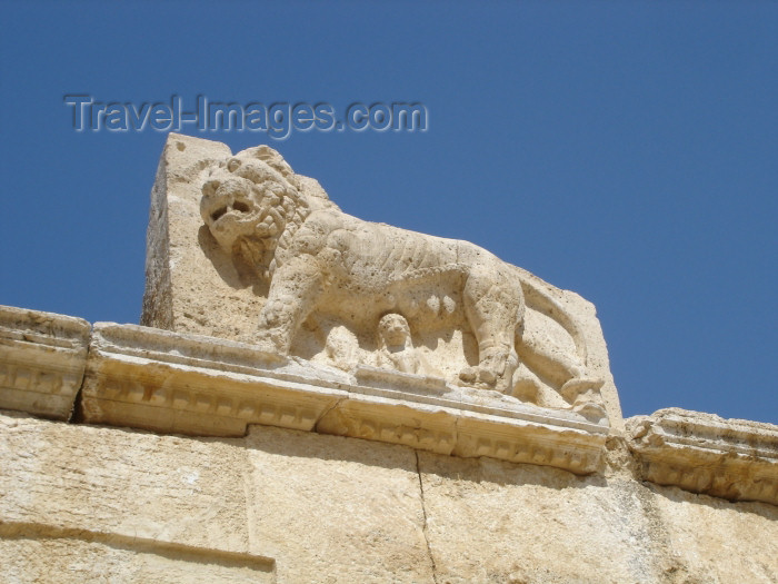 jordan62: Jordan - Qasr Iraq El-Amir / Cave of the Prince - Amman Governorate: stone lioness with her cubs - Qasr Iraq El-Amir - unfinished palace built by the Tobiad Prince Hyrcan / Herkanus, the Ammonite - Qasr al-Abd - west wall - ruins - archeology - photo by I.Dnieprowsky - (c) Travel-Images.com - Stock Photography agency - Image Bank
