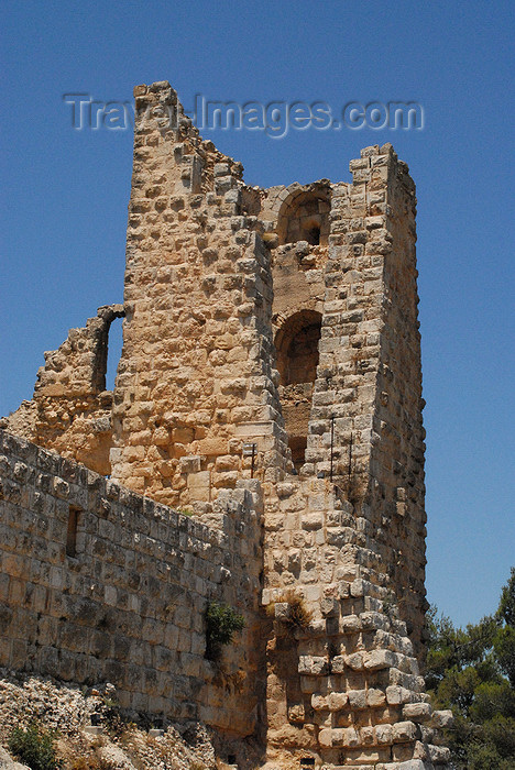jordan67: Ajlun - Jordan: Ajlun castle - crumbling tower - photo by M.Torres - (c) Travel-Images.com - Stock Photography agency - Image Bank