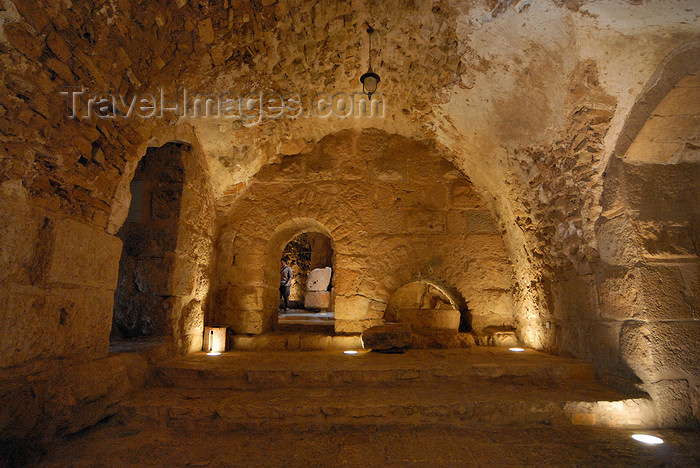 jordan70: Ajlun - Jordan: Ajlun castle - vaulted room - photo by M.Torres - (c) Travel-Images.com - Stock Photography agency - Image Bank