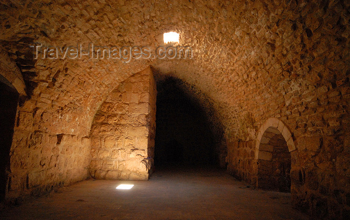 jordan73: Ajlun - Jordan: Ajlun castle - vaulted room with skylight - photo by M.Torres - (c) Travel-Images.com - Stock Photography agency - Image Bank