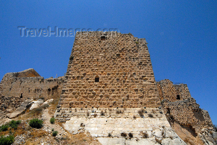 jordan81: Ajlun - Jordan: Ajlun castle - tower and ramparts - photo by M.Torres - (c) Travel-Images.com - Stock Photography agency - Image Bank
