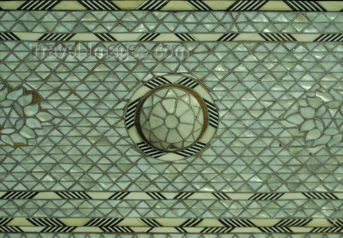 jordan93: Madaba - Jordan: mother-of-pearl inlay on a box - nacre tesserae - photo by M.Torres - (c) Travel-Images.com - Stock Photography agency - Image Bank