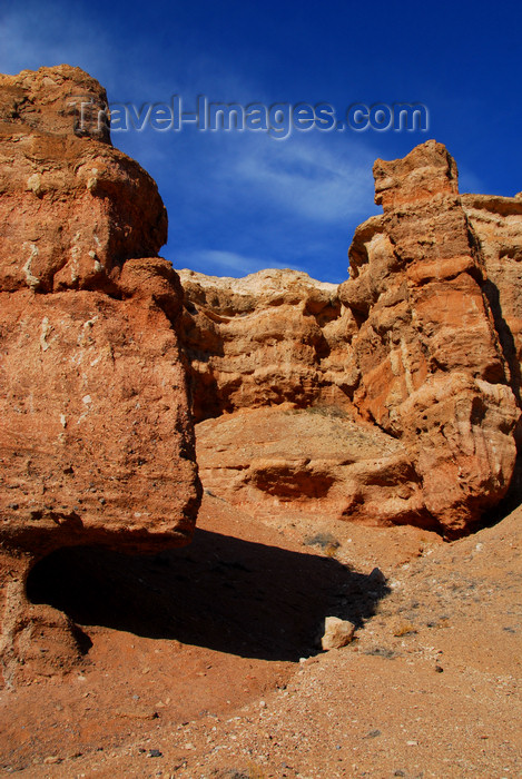 kazakhstan105: Kazakhstan, Charyn Canyon: Valley of the Castles - strata exposed by erosion - photo by M.Torres - (c) Travel-Images.com - Stock Photography agency - Image Bank