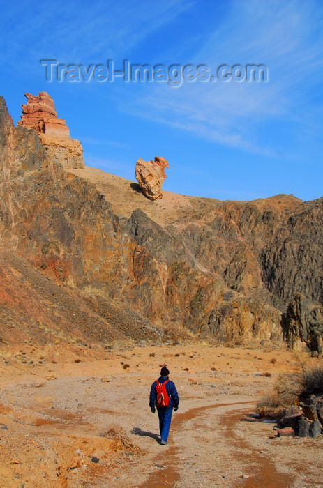 kazakhstan112: Kazakhstan, Charyn Canyon: Valley of the Castles - trekking along the gorge - photo by M.Torres - (c) Travel-Images.com - Stock Photography agency - Image Bank