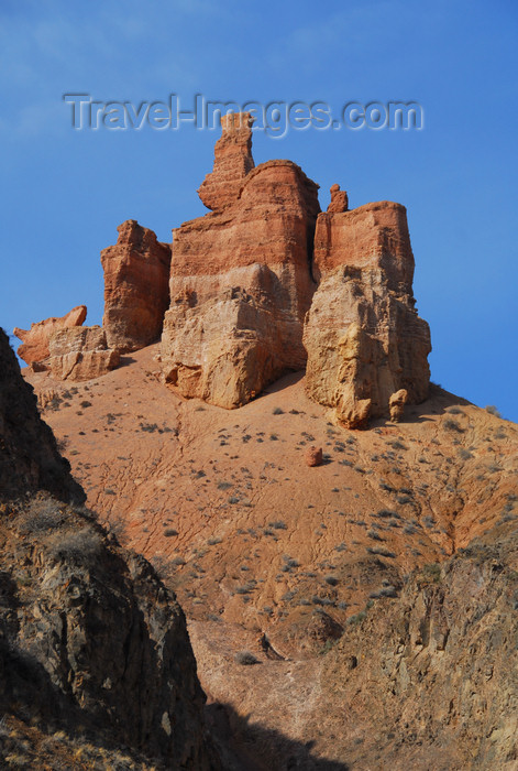 kazakhstan114: Kazakhstan, Charyn Canyon: Valley of the Castles - one of the 'castles' - photo by M.Torres - (c) Travel-Images.com - Stock Photography agency - Image Bank
