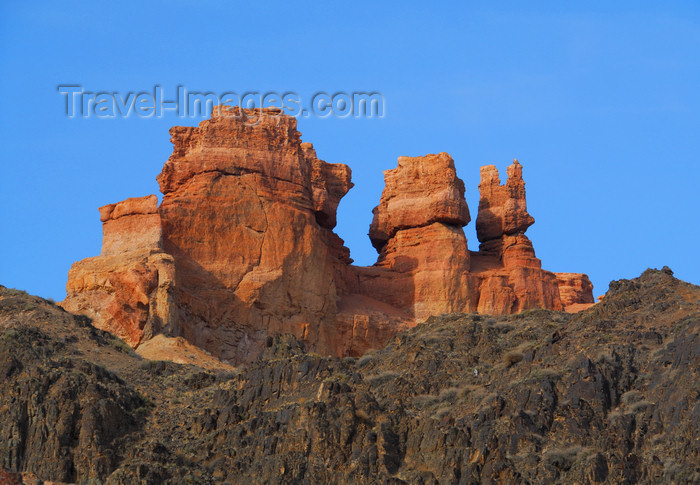 kazakhstan115: Kazakhstan, Charyn Canyon: Valley of the Castles - 'castle' with four towers - harder volcanic rocks at the bottom and softer sedimentary rocks at the top - photo by M.Torres - (c) Travel-Images.com - Stock Photography agency - Image Bank