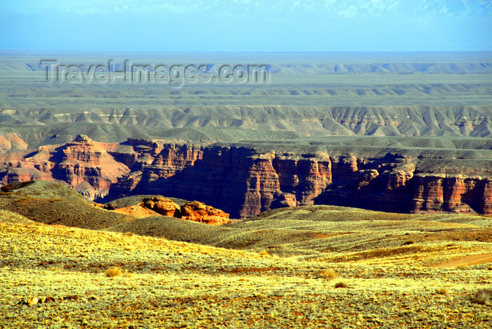 kazakhstan122: Kazakhstan, Charyn Canyon: from above - plateau on the Torajgir Mountains - photo by M.Torres - (c) Travel-Images.com - Stock Photography agency - Image Bank
