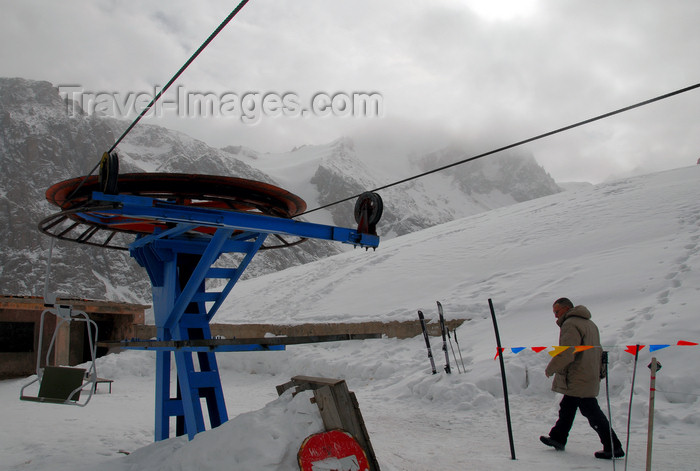 kazakhstan147: Kazakhstan - Chimbulak ski-resort, Almaty: ski lift - upper terminal of the 3rd stage - Talgar crossing, at 3200 m - return bullwheel - photo by M.Torres - (c) Travel-Images.com - Stock Photography agency - Image Bank