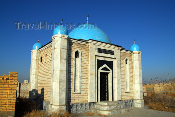kazakhstan176: Kazakhstan, Shelek, Almaty province: Muslim cemetery - Taj Mahal style tome - photo by M.Torres - (c) Travel-Images.com - Stock Photography agency - Image Bank