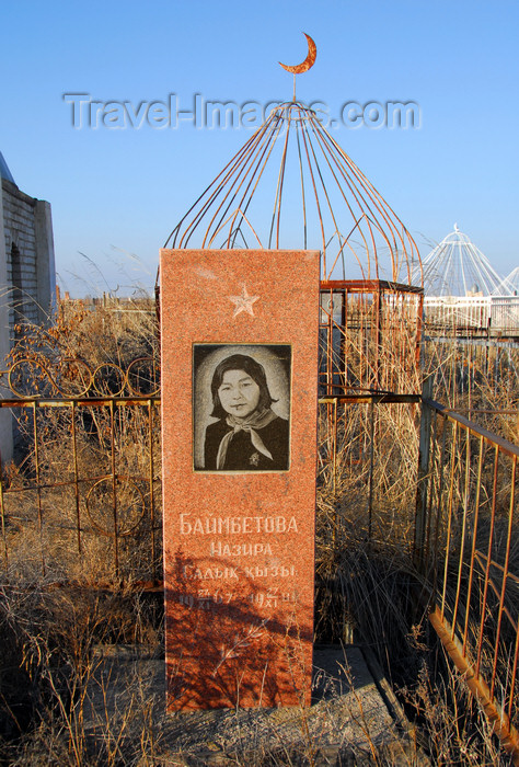 kazakhstan181: Kazakhstan, Shelek, Almaty province: Muslim cemetery - Soviet tomb for a teenage girl - pioneer - photo by M.Torres - (c) Travel-Images.com - Stock Photography agency - Image Bank