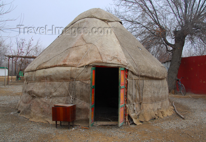 kazakhstan188: Kazakhstan - Karaturuk area, Almaty province: yurt - photo by M.Torres - (c) Travel-Images.com - Stock Photography agency - Image Bank